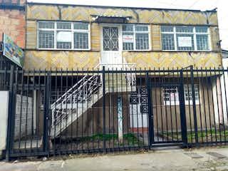 Una estación de tren con un edificio y un edificio en Casa en venta en Bonanza 100m²