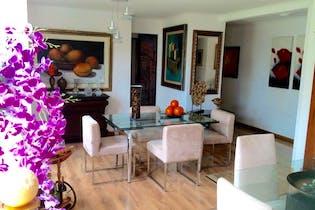 Apartamento en Venta en el Poblado, cuenta con 3 garajes 1 independiente , 2 en linea.