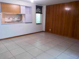 Un cuarto de baño con lavabo y ducha en Bonito depto.  interior 3 recamaras excelentes  estado