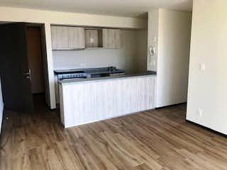 Una cocina con suelos de madera y paredes blancas en Departamento Venta / Renta Cittá San Jerónimo, RDV491940, RDR423941
