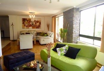 Apartamento en Venta en Laureles, cuenta con 3 alcobas y 2 balcones.