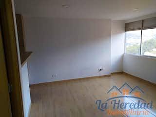 Una vista de un dormitorio con una señal en la pared en ALTOS DE PALMA
