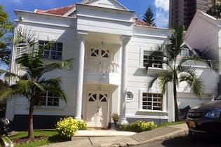 Casa en El Tesoro, el Poblado - 480mt, tres alcobas, balcón