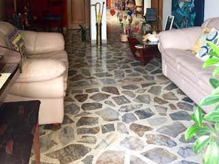 Una sala de estar llena de muchos muebles en Apartamento en venta en Zúñiga con Balcón...