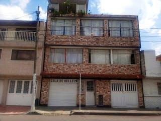 Un gran edificio de ladrillo con una gran ventana en Casa En Venta En Bogota Las Ferias