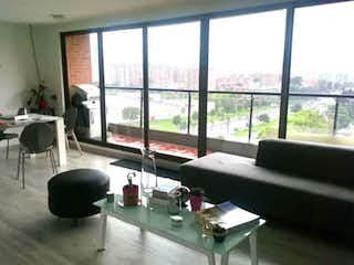 Una sala de estar llena de muebles y una gran ventana en Apartamento En Venta En Bogota La Colina Campestre