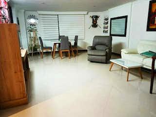 Una sala de estar llena de muebles y una televisión de pantalla plana en Vanta Apartamento San Lucas