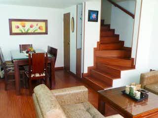 Una sala de estar llena de muebles y una mesa en Venta Casa en Jardines del Cabo