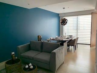 Una sala de estar llena de muebles y una gran ventana en Xochicalco 968