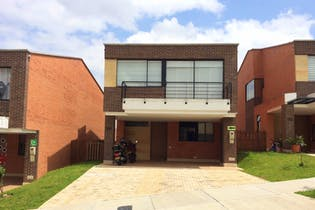 Casa en venta en Loma De Benedictinos 216m² con Piscina...