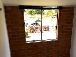 La pared de ladrillo con la ventana en ella en Apartamento en Venta DITAIRES