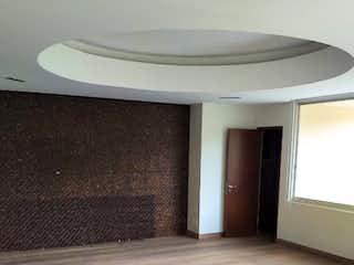 Un inodoro blanco sentado en una habitación junto a una ventana en Increíble vista  y amplio departamento