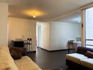 Una sala de estar llena de muebles y una televisión de pantalla plana en Departamento en venta en Lorenzo Boturini, 57m²