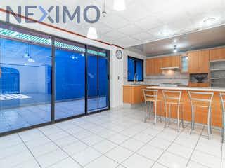 Una cocina con nevera y fregadero en Casa en venta en Miguel Hidalgo, Tláhuac, Ciudad de México, de 193 mts2