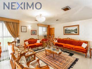 Una sala de estar llena de muebles y una lámpara de araña en Casa en venta en San Juan Ixhuatepec, de 630mtrs2
