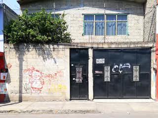 Un edificio de ladrillo con un letrero en la calle en Casa en venta en Valle De Tules con Zonas húmedas...