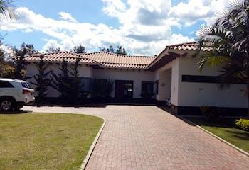 Casa en Venta en Rionegro-Llanogrande, con pista de trote, club house y demás comodidades.