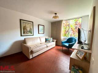 Una sala de estar llena de muebles y una televisión de pantalla plana en Quintas Del Sol De La Mota