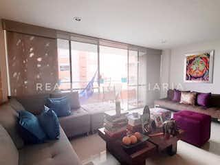 Una sala de estar llena de muebles y una ventana en Apartamento en Venta, Envigado, Loma del Chocho