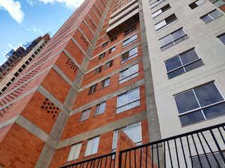 Un edificio alto con un reloj en él en Apartamento en Venta MACHADO