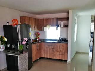Una cocina con fregadero y nevera en Apartamento en venta en Villas del Sol de tres habitaciones