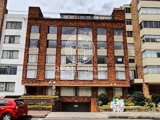 Un gran edificio con un gran edificio en el fondo en Se vende hermoso apartamento dupléx