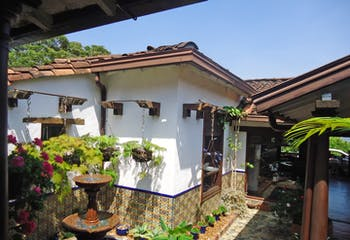 Casa en Venta en Envigado - La frontera, cuenta con entorno campestre rodeado de naturaleza.