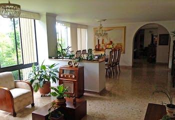 Apartamento en Venta en el poblado, cuenta con espacios amplios y bien iluminados.
