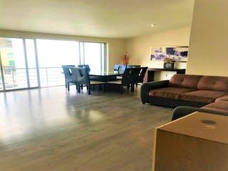 Una sala de estar llena de muebles y una gran ventana en Departamento en venta en Lomas Verdes 5ta Secc (La Concordia), 130m²