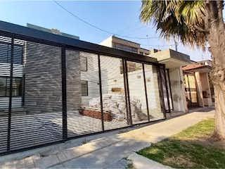 Una imagen de un edificio con una ventana grande en Casa en Venta en Ciudad Satelite Naucalpan de Juárez