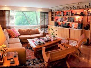 Una sala de estar llena de muebles y una mesa en Departamento en Venta en San Jeronimo Lidice La Magdalena Contreras