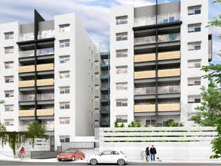 Un edificio alto sentado al lado de una calle en Departamento en venta en Hacienda Del Parque 2da Secc con acceso a Jardín
