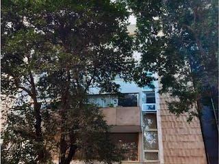 Un edificio alto con un árbol en el fondo en Departamento en Venta en Juarez Cuauhtémoc