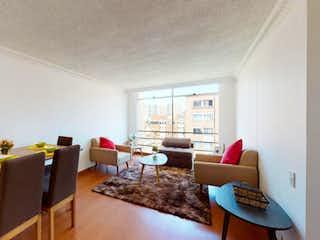 Una sala de estar llena de muebles y una mesa en Apartamento en venta en Santa Helena, 79m² con Jardín...