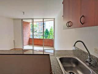 Un lavabo de baño sentado debajo de un espejo de baño en Apartamento en venta en Las Lomas de una habitacion