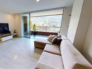 Una sala de estar llena de muebles y una televisión de pantalla plana en APARTAMENTO PARA LA VENTA EN LAS BRUJAS, ENVIGADO  ANTIOQUIA..