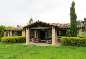 Finca en Venta en El Carmen de Viboral, cuenta con 4 habitaciones y 4 baños.