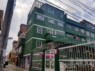 Un gran edificio con un gran edificio en el fondo en Apartamento en Venta CIUDAD BACHUE