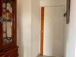 Un cuarto de baño que tiene una puerta de cristal en Apartamento en venta en Britalia de 68m²