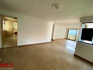 Una sala de estar llena de muebles y una televisión de pantalla plana en Rincón de Ontaneda