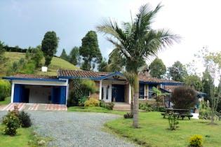 Finca en Venta en Envigado-El escobero, cuenta con chimenea y una excelente vista.