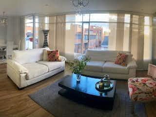 Una sala de estar llena de muebles y una ventana en  VENTA APARTAMENTO EN SANTA BARBARA              AP-207