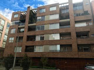 Un edificio alto con muchas ventanas en VENTA APARATAMENTO CHICO NAVARRA AP-189
