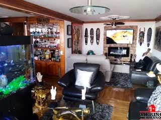 Una sala de estar llena de muebles y una ventana en FUENTE CAMPESTRE