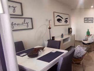 Un grupo de personas sentadas en una mesa con laptops en Apartamento en venta en Virgen del Carmen de tres habitaciones