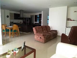 Una sala de estar llena de muebles y una ventana en Simón Bolívar P4 Cod, Apartamento en venta en La Candelaria con Zonas húmedas...