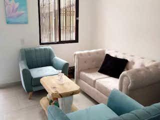 Una sala de estar llena de muebles y una ventana en Casa en venta en San Juan De Dios de 2 hab. con Balcón...