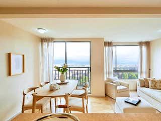 Una sala de estar llena de muebles y una gran ventana en Castel Natura, Apartamento en venta en Andalucía de 3 hab. con Piscina...