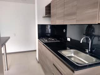 Una cocina con un fregadero y un horno de cocina en Apartamento en venta en Sabaneta (Asdesillas)