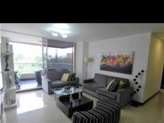 Una foto en blanco y negro de una sala de estar en VENTA DE APARTAMENTO EN EL POBLADO EN LOS BALSOS